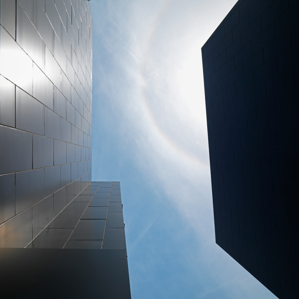 07.sky view between two buildings by Jungmin Seok