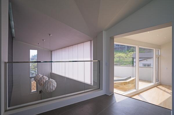 13.Upper floor corridor2